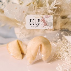 Ciasteczka z wróżbą dla gości weselnych z etykietą