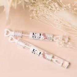 Bańki mydlane dla gości weselnych. Etykiety z grafiką i imionami Pary Młodej. Aranżacja boho to najmodniejsza aranżacja sezon