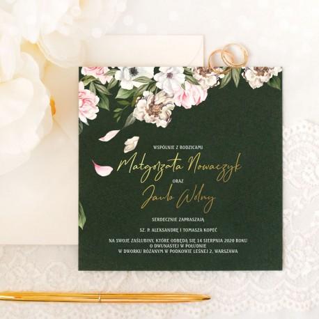 ZAPROSZENIE ślubne personalizowane brokatowe na granatowej karcie. Zdobione kremowymi kwiatami oraz złoconymi nazwiskami gości.