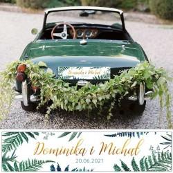 Tablica rejestracyjna z imionami Pary Młodej na samochód ślubny. Dekoracja ślubna z modnym nadrukiem paproci na białym tle.