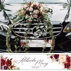 TABLICA rejestracyjna na ślubne auto. Modne bordowe kwiaty to elegancka dekoracja ślubna na samochód.