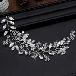 OPASKA ślubna do włosów dla Panny Młodej Julieta. Dekorowana przezroczystymi kryształkami w kształcie listków.