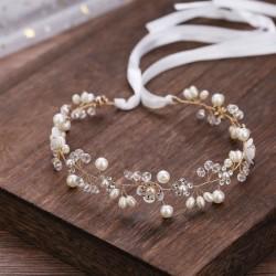 OPASKA ślubna do włosów dla Panny Młodej Julieta. Dekorowana kryształkami, kwiatkami i perełkami.