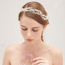 OPASKA ślubna do włosów dla Panny Młodej Zoe. Dekorowana kryształkami i perełkami.