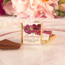 Czekoladka ślubna w złotym opakowaniu. Personalizowana czekoladka dla gości weselnych.