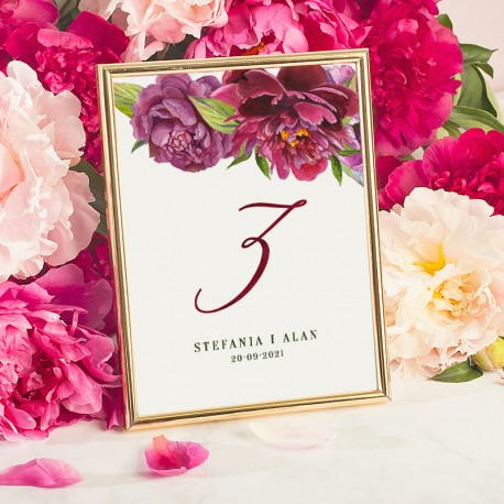Tabliczka na stół weselny z numerkiem i personalizacją w złotej ramce. Dekoracja na salę weselną w stylu glamour.