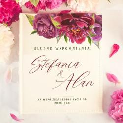 ALBUM ślubny na zdjęcia prezent dla Pary Młodej. Biała okładka zdobiona kwiatami piwonii w fioletowym kolorze.