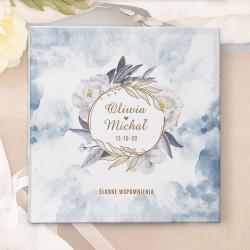 Prezent dla Pary Młodej - album na ślubne zdjęcia. Okładka w kolorze dusty blue zdobiona imionami Pary Młodej.