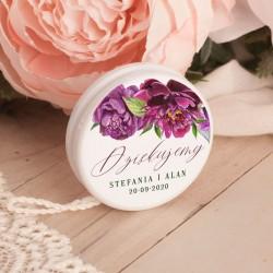 Jojo ślubne personalizowane to oryginalny upominek dla gości weselnych. Etykietka posiada grafikę z kolekcji All You need is lov