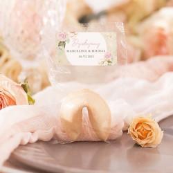 CIASTECZKO dla gości z wróżbą. Podziękowanie ślubne dla gości weselnych. Ciasteczko w celofanie z etykietą z imionami.