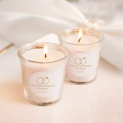 Świeczka zapachowa to wyjątkowy upominek dla gości weselnych. Udekorowana jest etykietami z kolekcji Obrączki.