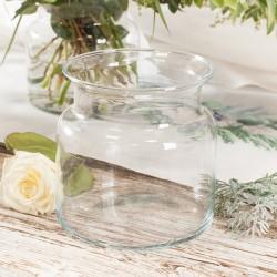 Szklany, szeroki wazon to piękna dekoracja stołu na wiele okoliczności.