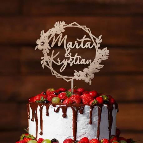 Topper ślubny na tort weselny. Drewniana dekoracja na tort z imionami Pary Młodej i kwiatami orchidei. Geometryczny wzór.