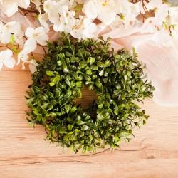 Dekoracyjny wianek z mirtu w zielonym kolorze. Idealna dekoracja na ślub i wesele.