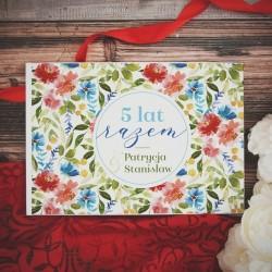 Album personalizowany z piękną grafiką. Prezent sprawdzi się jako prezent na rocznicę.
