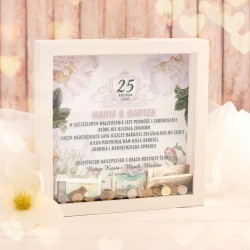 Personalizowana skarbonka 3D prezent na rocznicę. Skarbonka wzbogacona jest o kwiatową grafikę.