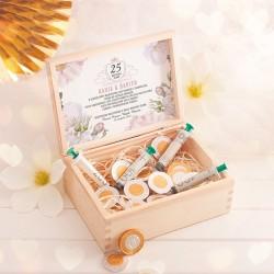 Prezent na Rocznicę ślubu - strzykawki na banknoty w drewnianej skrzyni