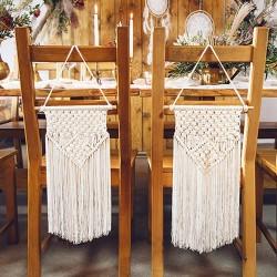 Makrama w kolorze złamanej bieli. Efektowna dekoracja wisząca na wesele.