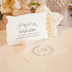 Bilecik personalizowany na podziękowanie dla gości. Wykonany z czerpanego papieru w modnej kolorystyce.