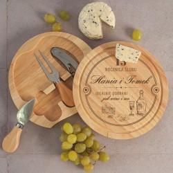 Deska do serów ze sztućcami i otwieraczem. Dekoracyjny grawer na rocznicę ślubu