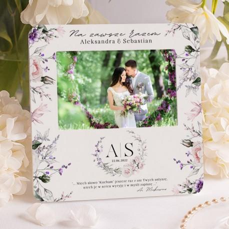 Dekoracyjna ramka na wspólne zdjęcie nowożeńców. Udekorowana kwiatową grafiką w odcieniu fioletu.