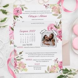 Zaproszenie na ślub w jasnej kolorystyce, ze zdjęciem Pary Młodej. Kartka z oznaczoną datą.