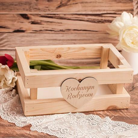 Skrzynka drewniana z sercem, na podziękowanie dla rodziców.