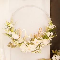 WIANEK białe kwiaty na obręczy ekskluzywna dekoracja sali z IMIENIEM