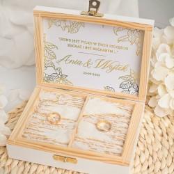 Personalizowane pudełko na obrączki w pięknej kolorystyce. Idealny dodatek na ślub.