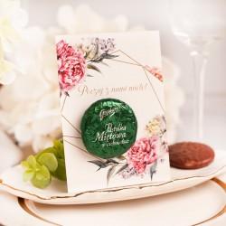 Miętowa czekoladka zapakowana w zielony papierek. Bilecik wzbogacony jest o modną grafikę.