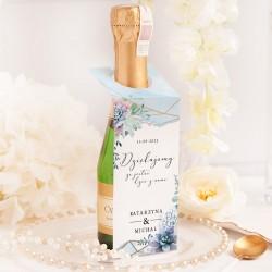 Personalizowana zawieszka w modnej kolorystyce. Idealny upominek na wesele dla gości.