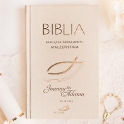Pismo Święte dla Pary Młodej w ramach prezentu. Personalizowana okładka Biblii.