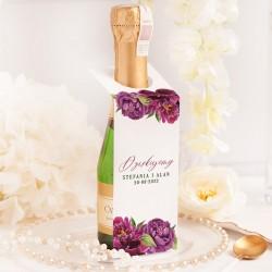 Personalizowana zawieszka na mini szampana. Udekorowana w grafikę z kwiatami piwonii.
