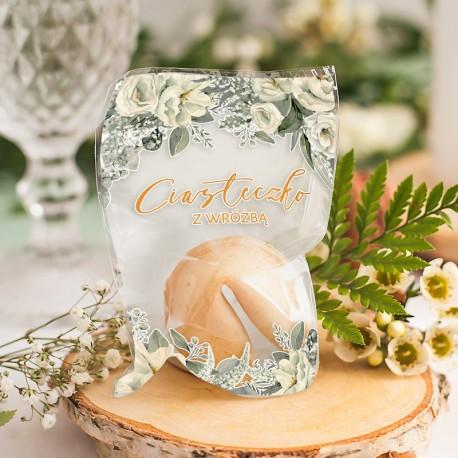 Ciasteczko z wróżbą w kolorze biszkoptowym. Wzbogacone o grafikę z kolekcji Białe Kwiaty. Idealny upominek dla gości weselnych.