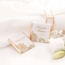 Czekoladka na upominek dla gości weselnych. Wzbogacona o piękny wzór graficzny.