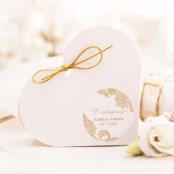 Personalizowane pudełeczka w kształcie serca. Wzbogacone o samoprzylepne etykiety z personalizacją.