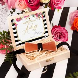 PREZENT dla Świadka w drewnianym Pudełku MUCHA Kolekcja Wedding