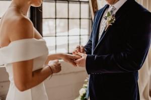Jak sformułować zaproszenie na ślub cywilny? Poznaj propozycje