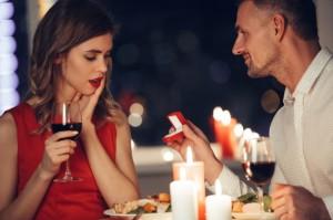 5 pomysłów na zaręczyny przy kolacji – Jak oświadczyć się w restauracji?