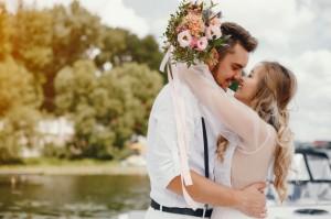 Wesele 2020 a koronawirus, czyli jak dekoracje personalizowane zapewniają bezpieczeństwo podczas wesel.