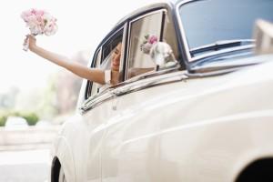 Jak udekorować samochód na ślub?
