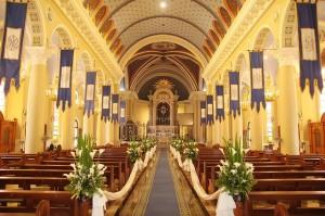 Tiul i organza - materiały do dekoracji kościoła oraz sali weselnej